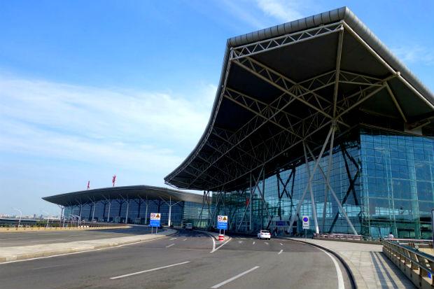 Quang cảnh trước nhà ga sân bay Tiên Tân