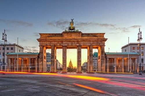 Cổng thành Brandenburg là biểu tượng của Đức