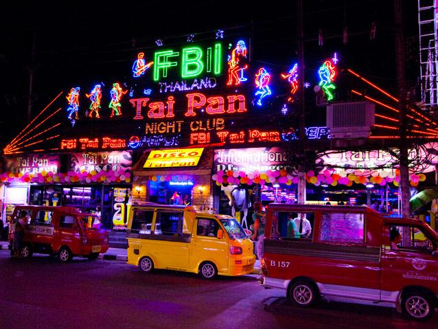 """Phố đêm Soi Bangla - """"Con phố không ngủ"""" ở Phuket"""