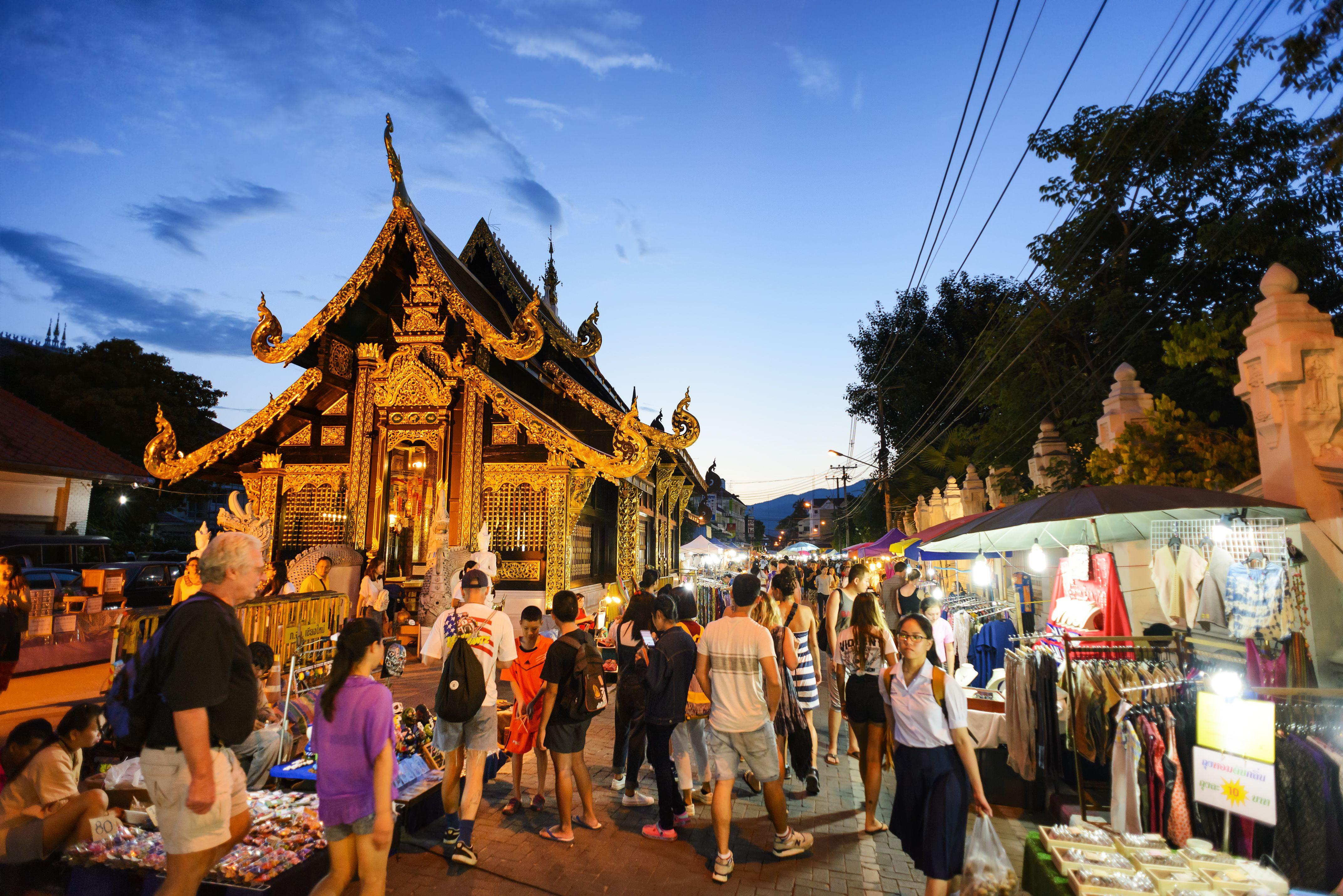 khu-pho-di-bo-ve-may-bay-di-chiang-mai-china-eastern