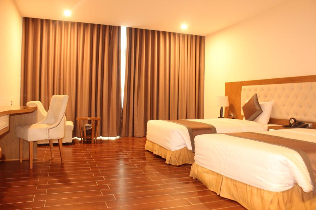 Phòng deluxe triple Khách sạn Mường Thanh Cửa Đông